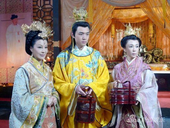 邬倩倩傅艺伟《七侠五义》饰两宫太后明争暗斗