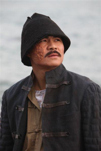 王冠淇在《传奇之王》中饰演硬汉阿正