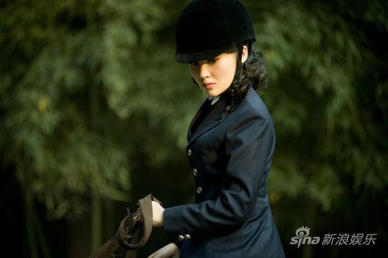 许晴饰姐姐冯雪雁骑马照