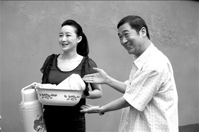 邓婕钦点买红妹与老公搭档