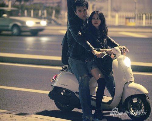 她与摄影师阿萨宋宁饰意外相遇恋爱