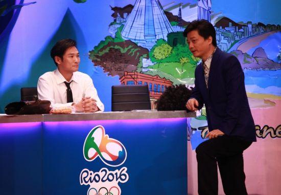 """主持人崔永元在《谢天谢地你来啦 》中对话""""同龄人""""杜德伟"""