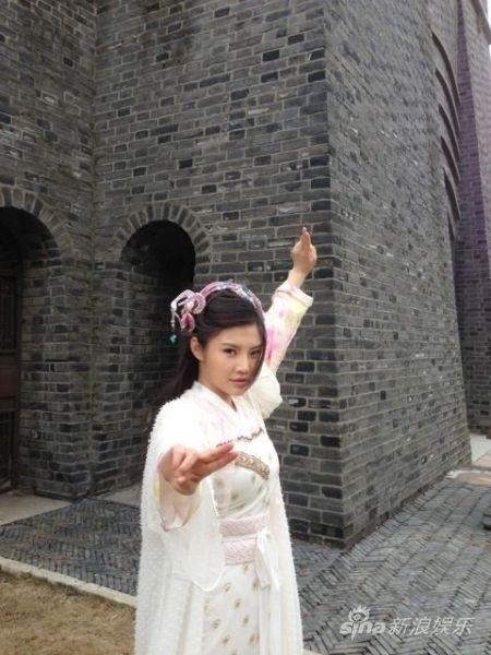 《欢天喜地俏冤家》剧中徐冬冬侠女造型