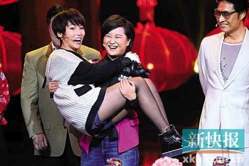贾玲当场给了谢楠一个公主抱