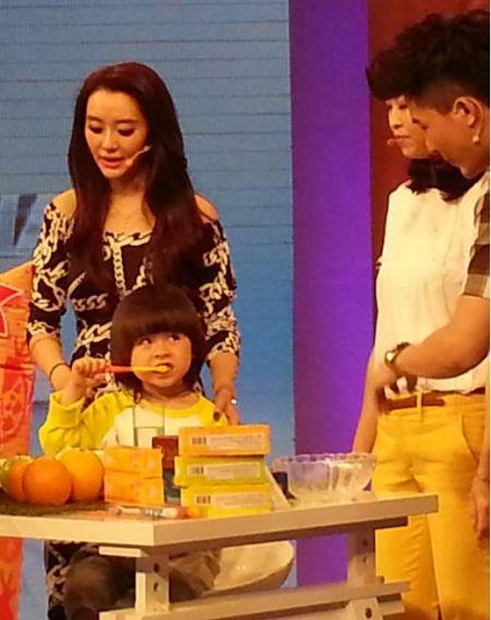 村木田旗下童星范思博做客《时尚健康》 现场教小朋友正确刷牙小妙招