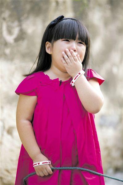 李湘的女儿王诗龄因为放羊大哭。