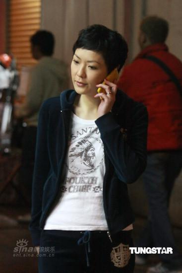 组图:宣萱拍《廉政行动2009》不背稿状态轻松