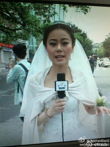 雅安女主播婚礼遇地震 穿婚纱报道灾情