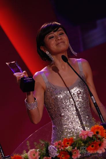 图文:胡可获得金南方年度最具人气女演员
