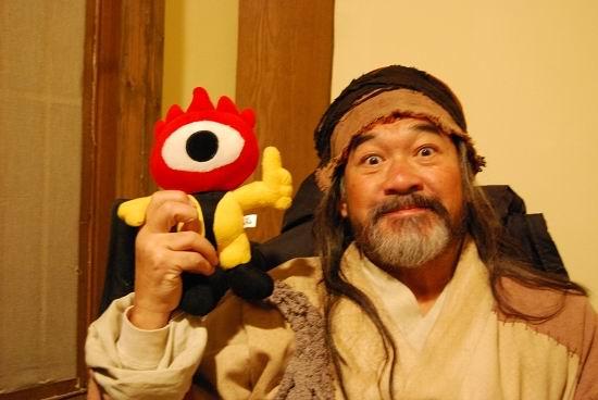 图文:《射雕》主演和小浪人--和北丐洪七公合影