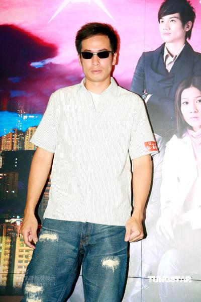 图文:《家好月圆》宣传--陈豪戴墨镜出场