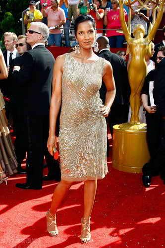 图文:60届艾美奖红毯--印度女模帕德玛金裙闪耀