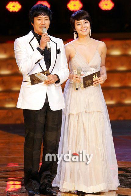 图文:第三届首尔电视剧盛典--崔秀和钟柳真