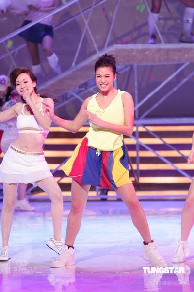 图文:2009无线节目巡礼--廖碧儿激情热舞