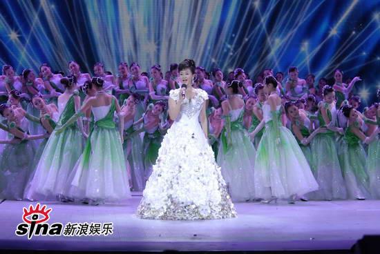 图文:09年央视春节晚会--宋祖英歌声暖人心