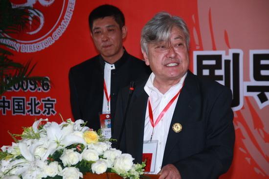 图文:导演委员会成立--陈家林导演上台