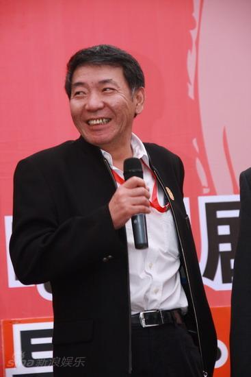 图文:嘉宾联谊晚宴--郑晓龙导演微笑
