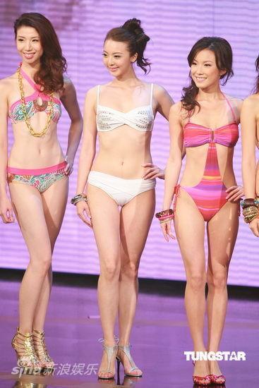 图文:2009香港小姐总决赛--佳丽等待打分
