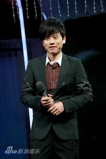 图文:湖南卫视两重点晚会启动--张杰献唱