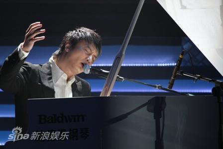 图文:深圳卫视跨年晚会--李泉