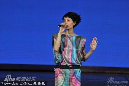 图文:虎年央视春晚--王菲倾情献唱