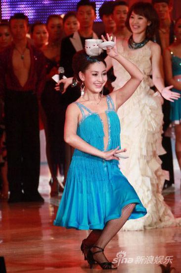 图文:2010舞林盛典--娜地拉秀舞姿
