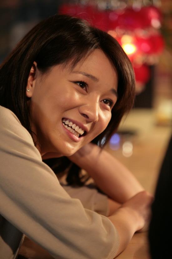 图文:《晚婚》母女剧照-陈蓉开怀大笑