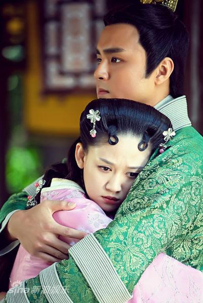 图文:《王的女人》剧照-明道陈乔恩深情相拥