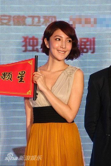 杨谨华微笑