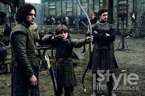 1.临冬城首领奈德・史塔克的三个儿子,琼恩(私生子)、布兰和罗伯。