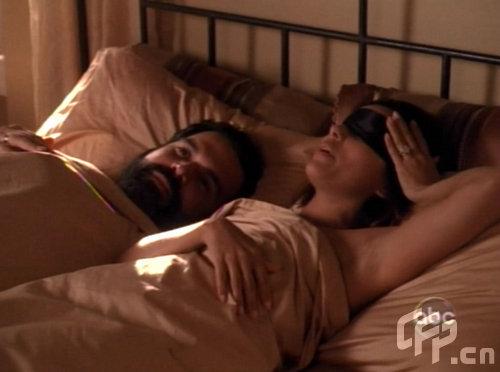 组图:《绝望主妇》被批太色情伊娃蒙眼演床戏