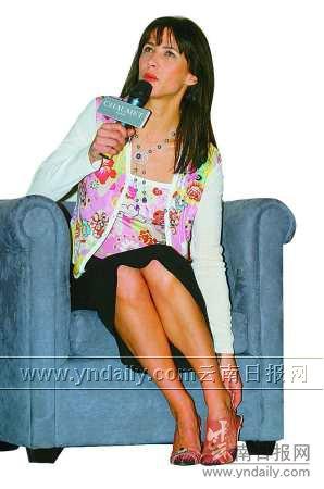 法国顶级美女冒雪空降上海苏菲・玛索抠脚吐舌很