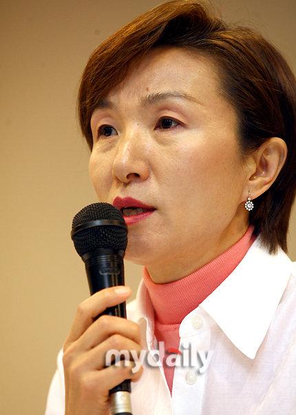 安在焕自杀案再起波澜家人怀疑遗孀郑善姬(图)