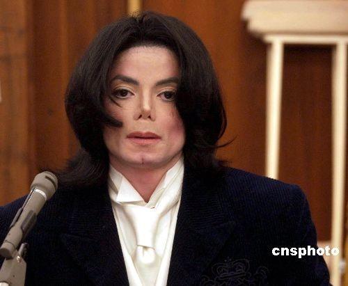 杰克逊父亲宣布尸检结果不出炉葬礼就不举行