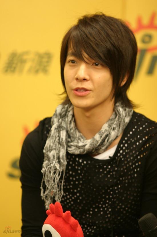 图文:SJ-M做客新浪--东海