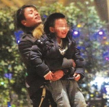 陈坤儿子亲妈被曝光称抛儿8年后可能现身(图)