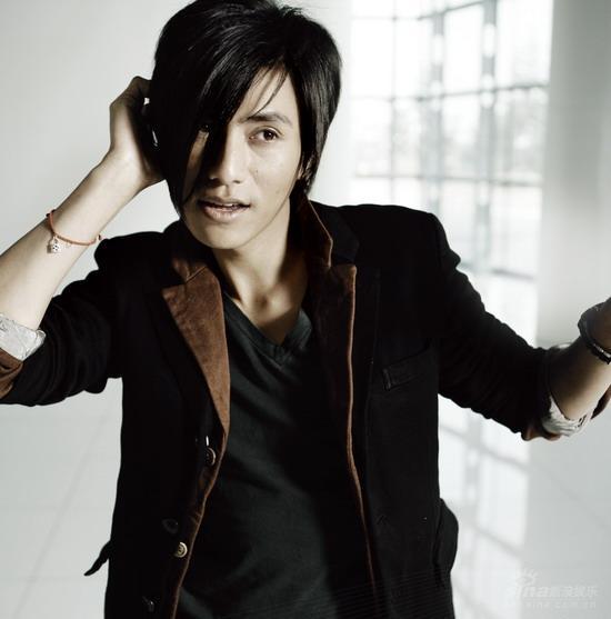 陈坤首次尝试电子舞曲《独一无二》MV独家首播