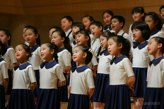 《卡布里岛》等多国经典歌曲,并在观众的热烈要求下,加唱了《感恩的心图片