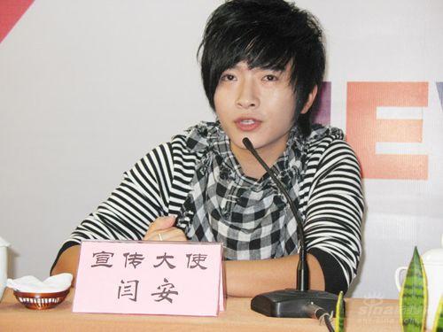 闫安现身新星大赛杭州赛区大批歌迷尖叫不断