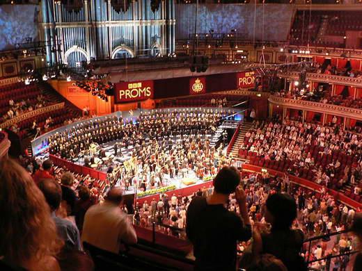 伦敦著名音乐厅为摇滚乐大师绘制巨幅肖像(图)