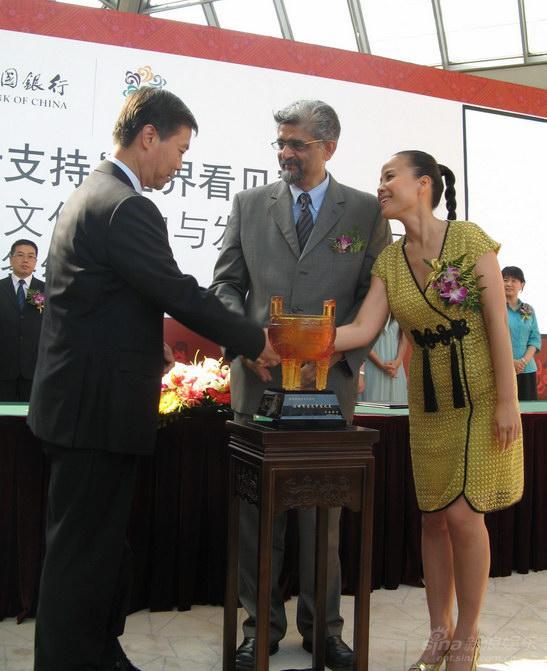 世界看见亲善行动朱哲琴致力保护少数民族文化