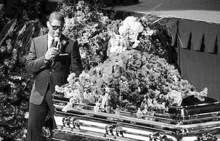 """杰克逊最后一次""""登台""""10亿歌迷追悼巨星(图)"""