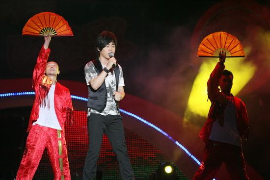 广州群星演唱会火爆举行飞轮海压轴引爆沸点