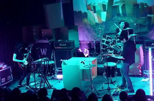 重塑新歌深受歌迷喜爱乐队投入新专辑创作