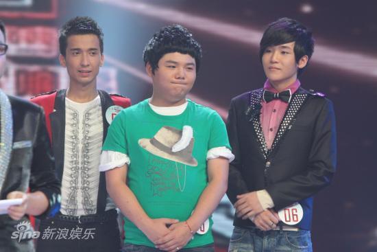 2010快男总决赛揭幕战谭杰希夺周冠军(组图)