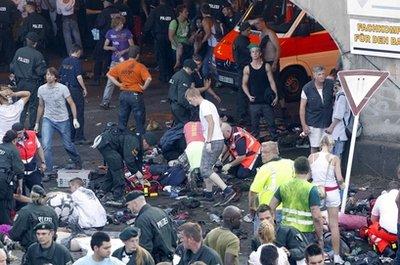德国音乐狂欢节发生踩踏事故15人丧生(图)