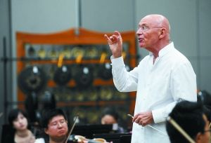 艾森巴赫与国家大剧院管弦乐团排练。罗晓光 摄