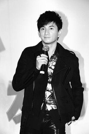 吴奇隆因为太忙碌而消瘦不少。早报记者 高剑平 图