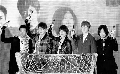五月天在庆功会上表示,演唱会上希望尽可能多地唱歌,包括过去10年那些陪伴歌迷成长的歌曲