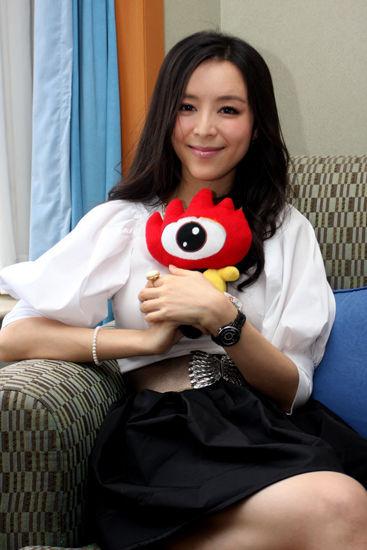资料:2012中国国际青年艺术周大使--张静初